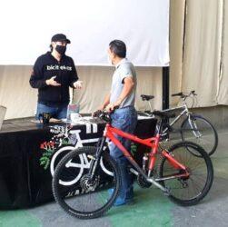 Reciclan y entregan bicicletas