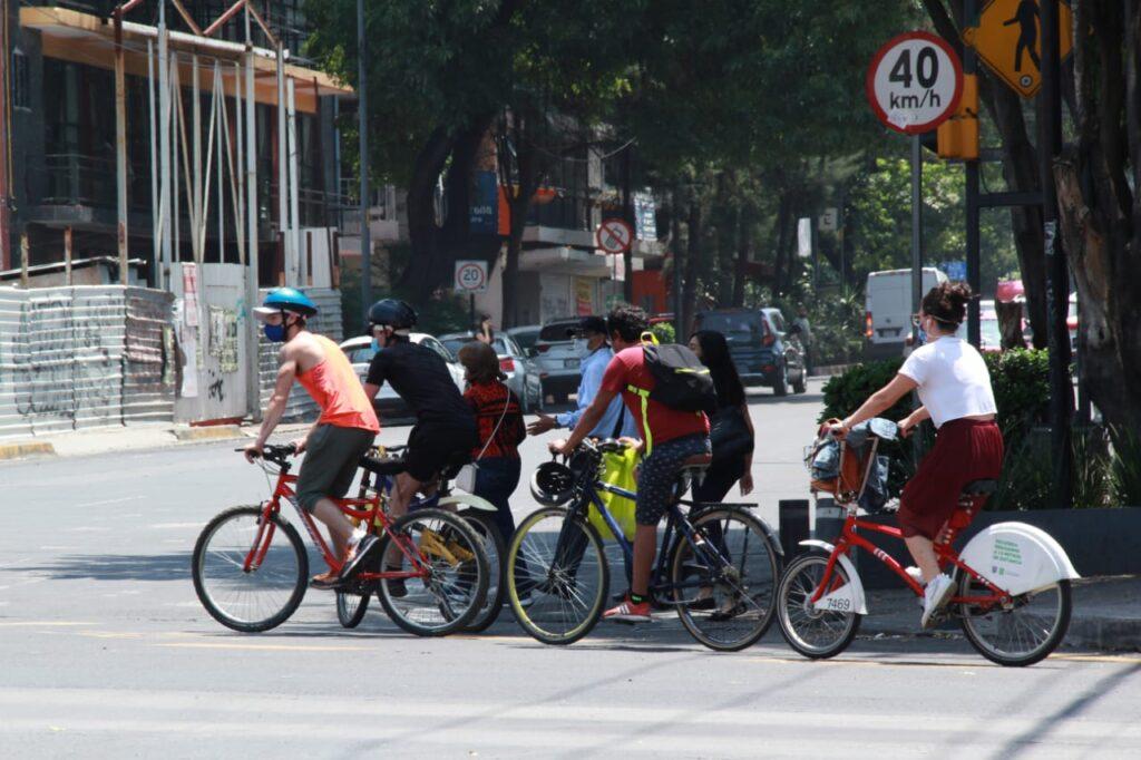 Ciclistas en avenida insurgentes