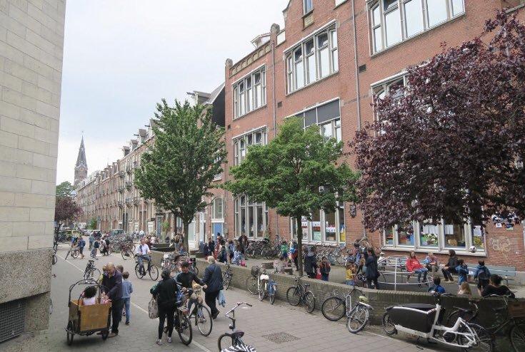 Bicicletas en una calle donde antes sólo había autos en Ámsterdam