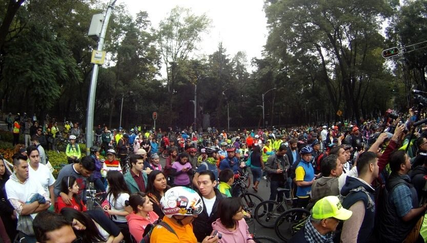 Ciclistas protestan en avenida Paseo de la Reforma