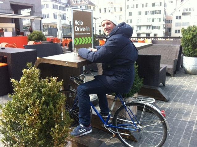 Drive in café para bicicletas en Zúrich