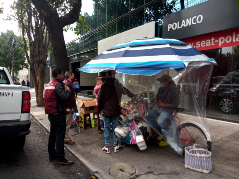 Comercio en la vía pública de la colonia Polanco