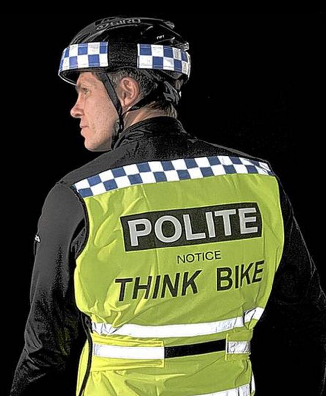 Se disfrazan de policía en Londres