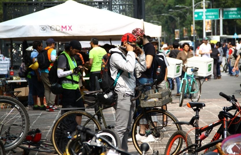 ciclistas en centro de acopio durante sismo 2017