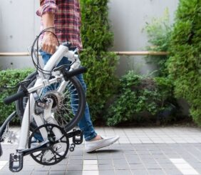Bicicleta plegable Iruka caminando